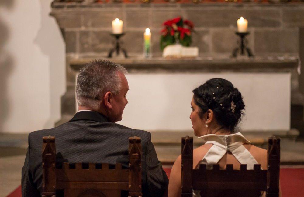 Abendromantik zur kirchlichen Trauung